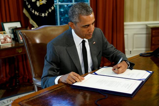 Barack Obama writes with his left hand (PA Images)